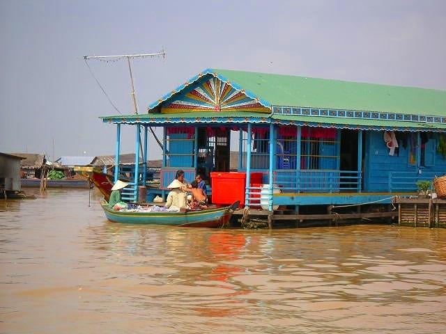 東南アジア最大の湖トンレサップ湖で遊覧観光<選べる午前/午後>