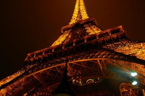 パリの夜景を格安価格で!!バスで行く格安パリ・イルミネーションツアー (日本語オーディオガイド付)