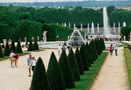 世界遺産・ベルサイユ宮殿見学、セーヌ川クルーズ、エッフェル塔を格安で!!格安ベルサイユ宮殿+パリ市内観光