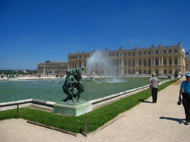 世界遺産・ベルサイユ宮殿&トリアノン離宮 ガイド付1日観光