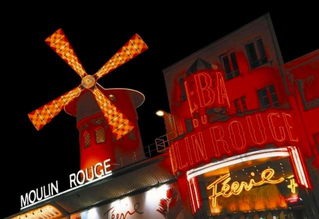 マリナ・ド・パリ・ディナークルーズ(ディスカバリーコース) + ムーランルージュ・スペクタクルショー ホテル送迎付き