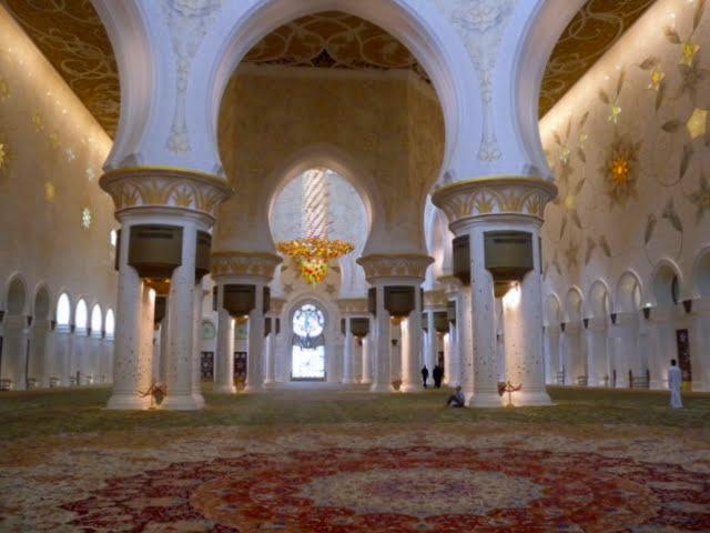 アラブ首長国連邦の首都を訪れる!!アブダビ1日観光
