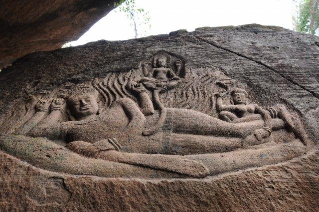 幻の巨岩彫刻を見る-巨岩遺跡プーンコムヌーとベンメリアを見る