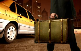 専用車チャーターで快適送迎!アテネ市内ホテルからピレウス港まで片道送迎
