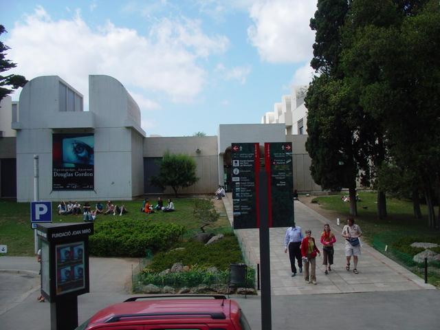 ピカソ、ミロ美術館巡り午前半日観光