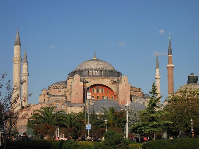 日本語ガイド付きプライベートツアー!!イスタンブール1日観光 - 古代競馬場跡、ブルーモスク、トプカプ宮殿、アヤソフィヤ、グランドバザール