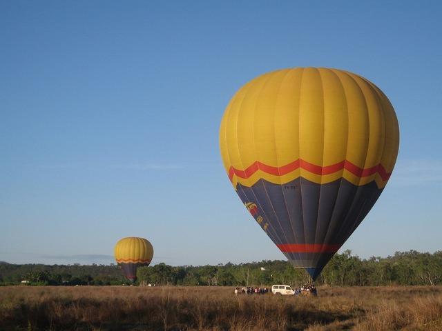 パームコーブ発 熱気球とバロン川ラフティング
