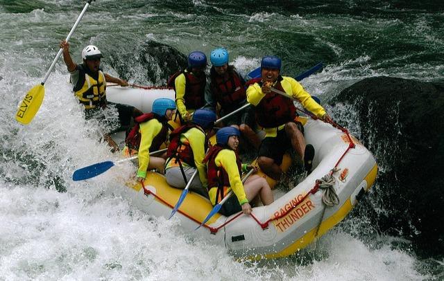 パームコーブ発 タリー川1日ラフティング 青ヘル