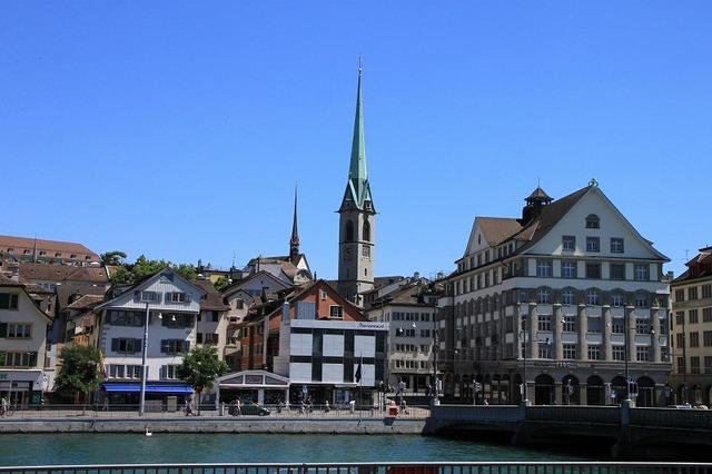 チューリッヒ市内観光ツアー 約2時間15分でお手軽観光(日本語音声ガイド付き)