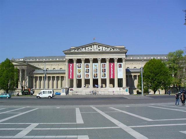 世界遺産の街ブダペスト市内観光&ハンガリー国会議事堂見学 半日ツアー