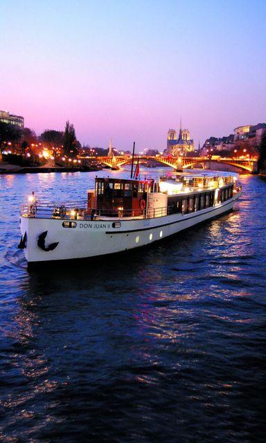 【みゅう】高級クルーズ船で行く ヨット・ド・パリ セーヌ河ディナークルーズ 貸切チャーター車でのホテル送迎付き