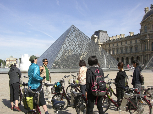 電動自転車で行くパリ市内観光 パリの隠れた魅力と秘密を発見!【日本語ガイド付き】
