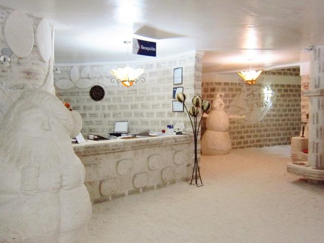 ウユニ発 塩のホテルクリスタルサマーニャ1泊2日送迎ツアー付 プライベート