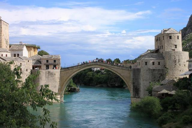 隣国ボスニア・ヘルツェゴビナへ!世界遺産モスタル&メジュゴリエ1日観光(スプリット発着)