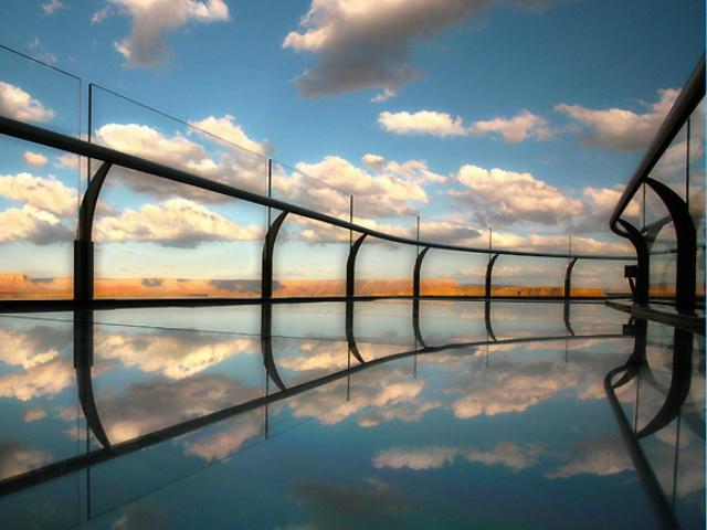 グランドキャニオン・ウエスト遊覧飛行とガラス張りの展望橋「スカイウォーク」で空中散歩[ボルダーシティ空港専用ターミナル発着]