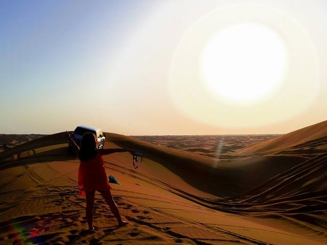 アラビアンナイト! 4WDデザートサファリ+BBQディナー 砂漠テント1泊体験
