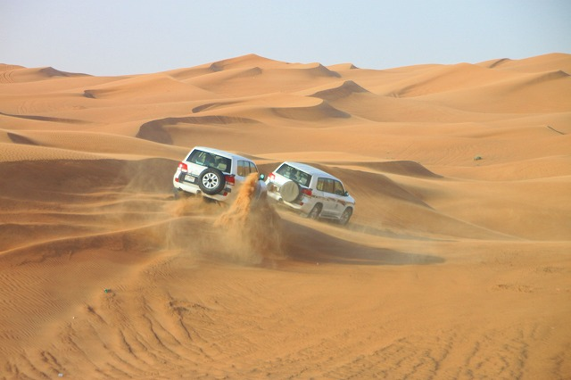 早朝発 サンライズが見れる4WD砂漠サファリ【専用車】