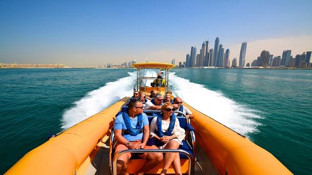 ユニーク高層ビルをアラビア湾でボートから観光[午前又は午後/英語ガイド]
