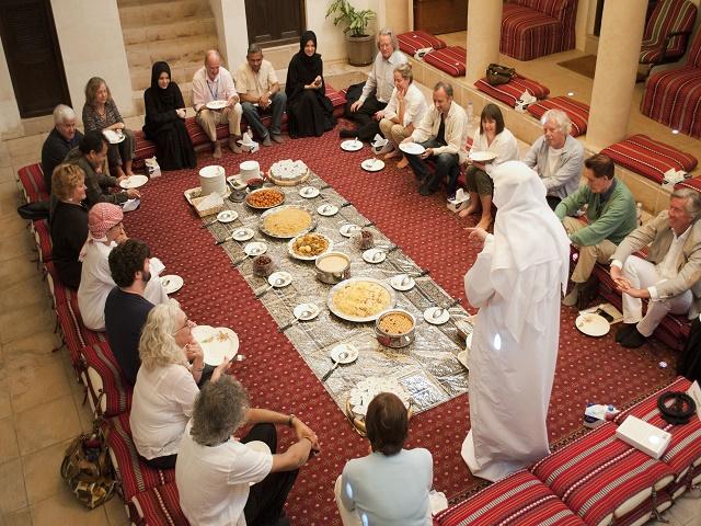 アラブ料理を楽しみながらイマラット(現地の方)と文化交流[英語]