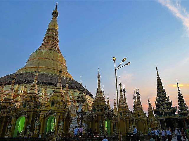 ヤンゴン空港から市内へ専用車送迎(片道)