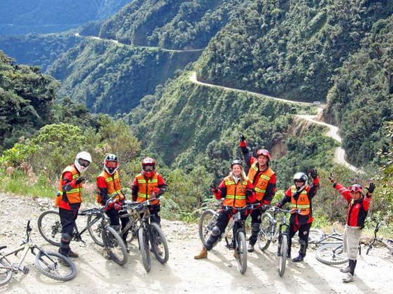 マウンテンバイクで攻める‼ 世界で一番危険な道路デスロードをダウンヒル [上級者向き]