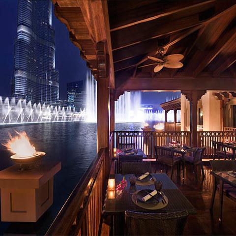 ドバイファウンテンビューレストラン 「ティプタラ」 での高級タイ料理ディナー