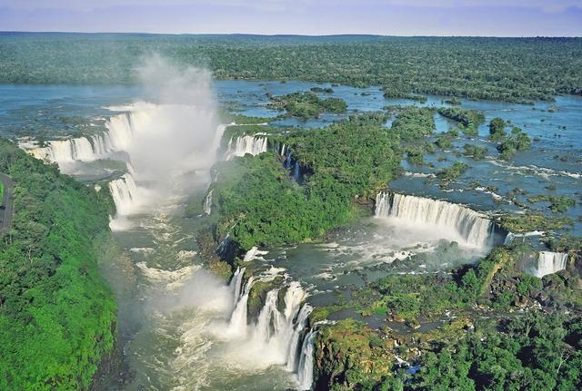 アルゼンチン側から見る イグアスの滝 1日観光 [イグアスダウンタウン ブラジル側発]