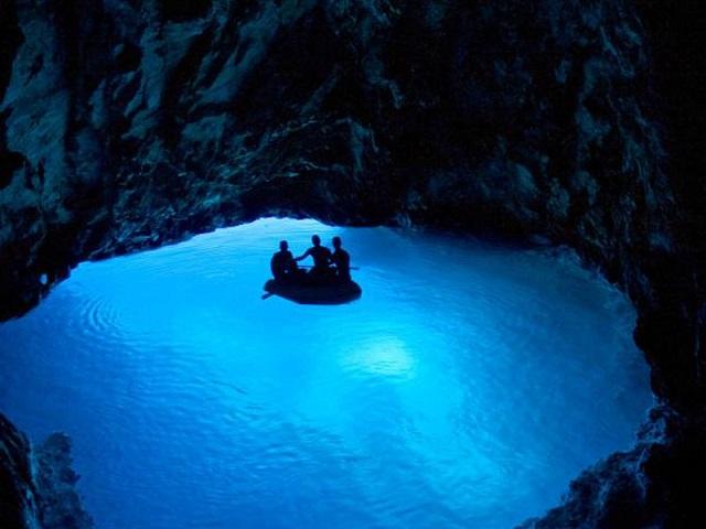 青の洞窟へ!フヴァール島&ヴィス島を巡る日帰りボートツアー 【6月~9月】