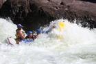 大自然の前に人間は無力。ボートから落ちないように必死です