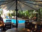 プライベート感たっぷりなホテル中庭のプール