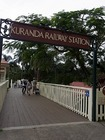 列車のキュランダ駅入り口。