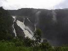 バロン滝駅から見たバロン滝。
