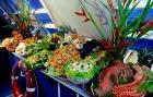 シーフードや野菜など、種類豊富なバッフェランチ