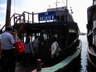 定員30名程度の木造ジャンク船に乗船