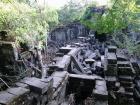 崩れ落ちている巨大遺跡 ベン・メリア