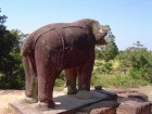 東メボンの四隅に立つ巨大なゾウ