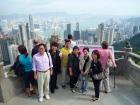 香港のビル群をバックにパチリ