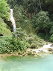 ルアンパバーン観光で外せないターコイズブルーの滝