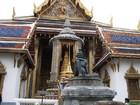 エメラルド寺院入り口、仙人の像