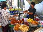 タイ郊外の朝市の様子