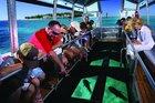 グラスボトムボートに乗って魚観察