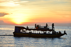 トンレサップ湖で夕日鑑賞