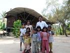 伝統的な高床式民家でカンボジアの生活を見学