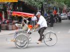 ハノイ名物の自転車タクシー(シクロ)
