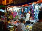 小さな露店が立ち並ぶチャイナタウン
