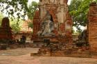 境内に200を超す大小の仏塔が並ぶワット・プラ・マハタート