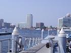ドバイ川を挟んで開発地区と旧市街に分かれている