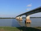 「日本の援助で造られた」キズナ橋