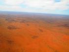 空から見る赤い大地に感動。