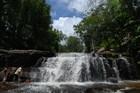 滝や川の中に 水中遺跡があるプノンクーレン